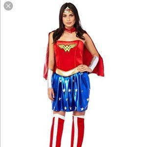 Adult Women's Wonder Woman Halloween Costume